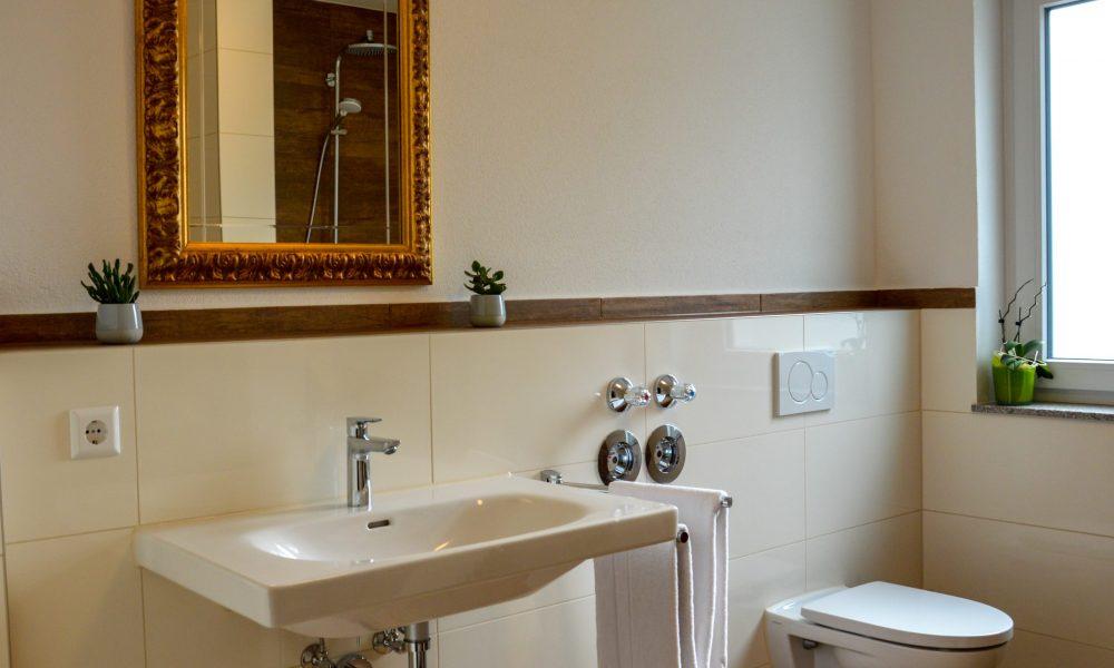 modernes sonniges Bad mit toller Ausstattung