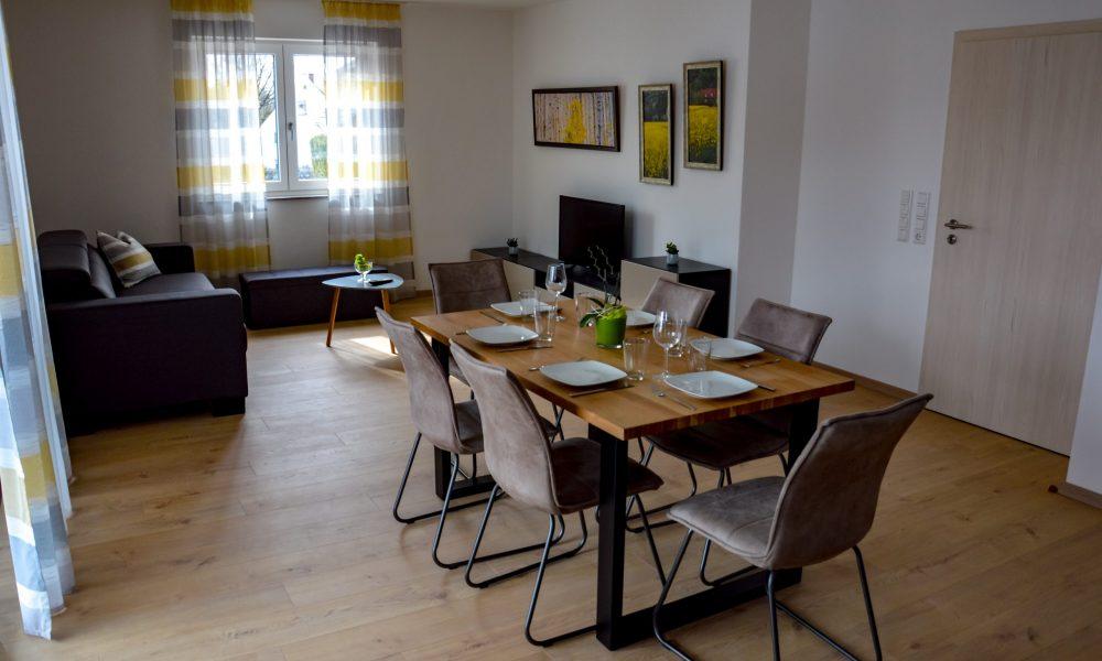 Wohnesszimmer & Küche - Tisch mit Stühlen - viel Platz zum Essen für die Familie