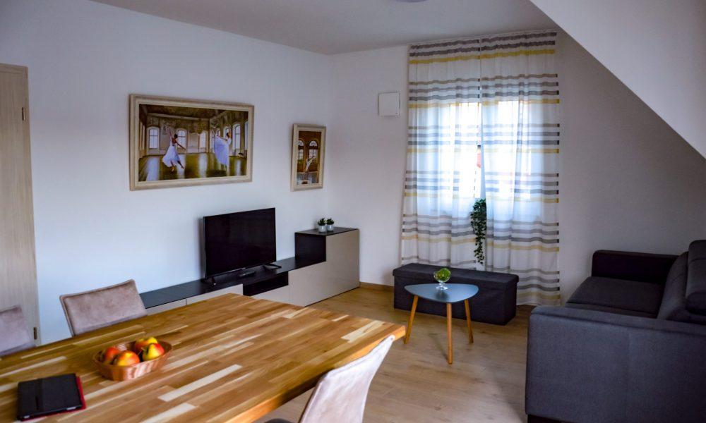Wohnesszimmer & Küche - Sofaidyll eingeklappt - stilvoll eingerichtetes Wohnzimmer