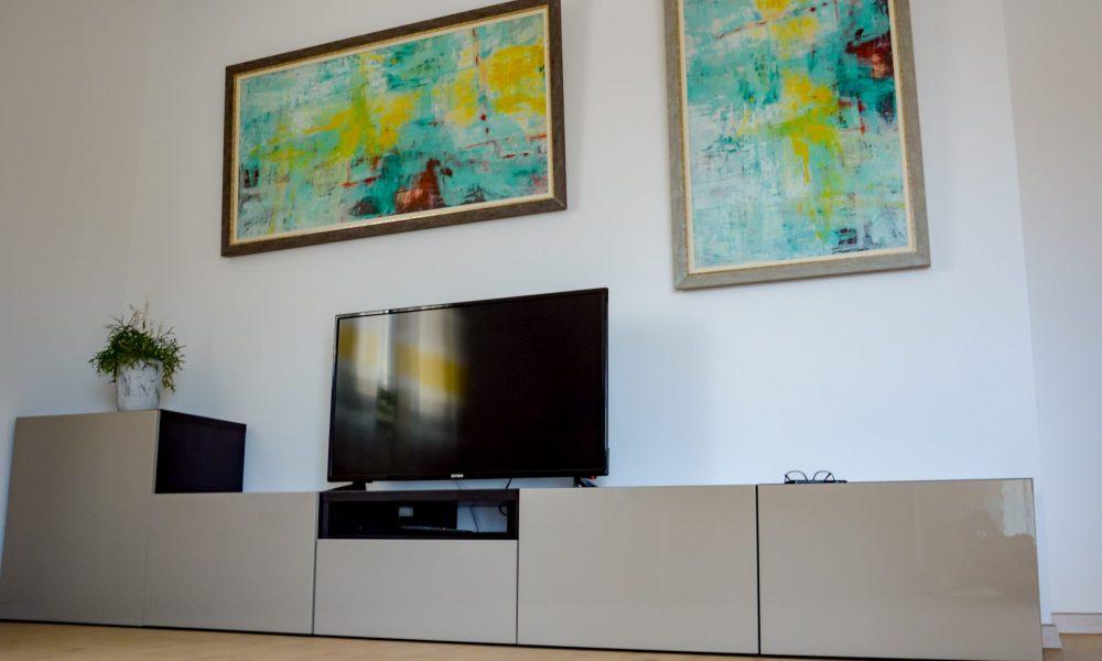 Wohnesszimmer & Küche - Sideboard mit TV (Netflix inklusive)