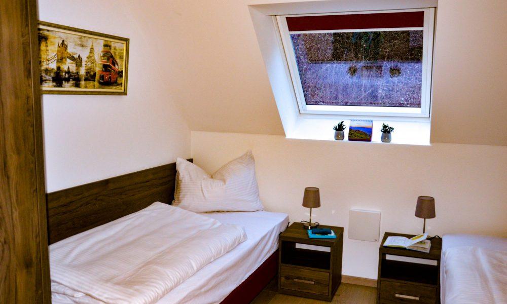 kleines Schlafzimmer - Blick auf die Einzelbetten