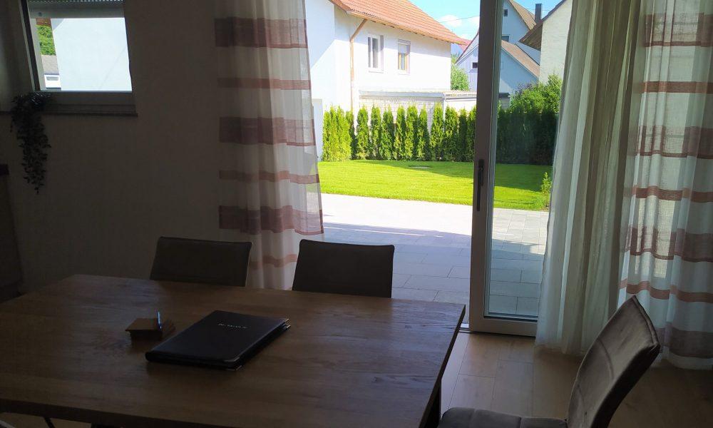 Gästehaus Munk Blick aus der Wohnung Donau auf die Terrasse